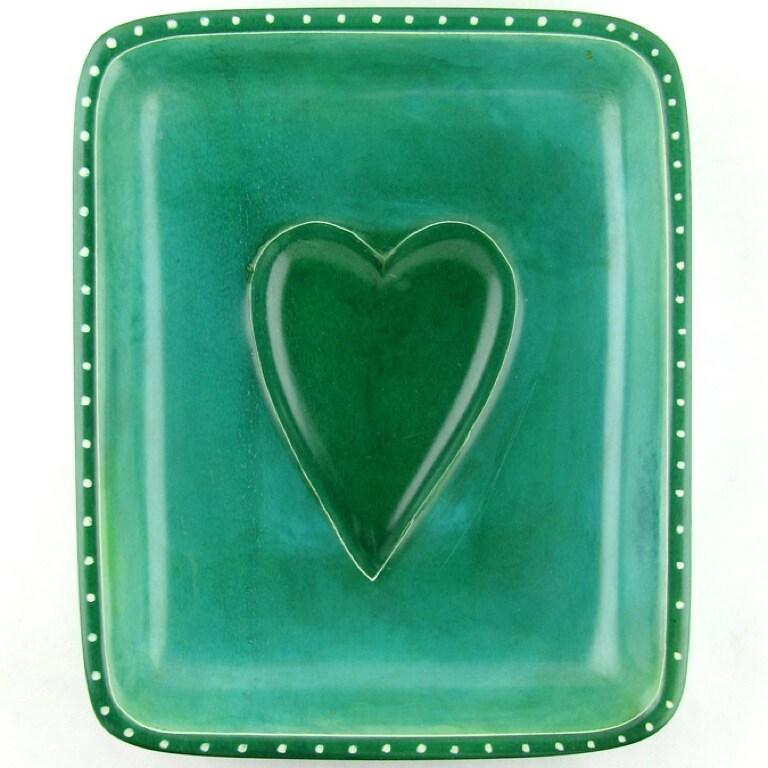 Lamu Lovers Handmade Lime-green Soapstone Heart Dish (Kenya)