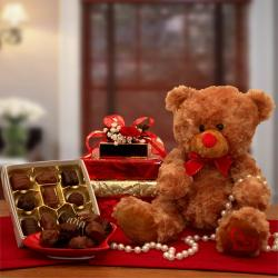 'Big Hugs & True Love' Teddy Bear and Chocolate Gift Set
