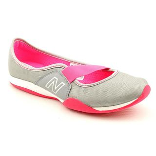 New Balance Women's 'WL101' Gray/Pink Synthetic Athletic Shoe