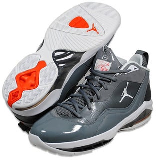 Nike Men&#39;s &#39;Jordan Melo M8&#39; Basketball Shoes