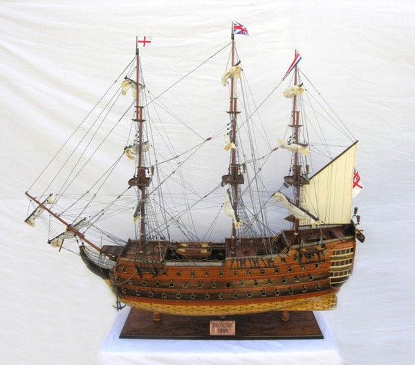 Old Modern Handicrafts HMS Victory Xl Model Ship
