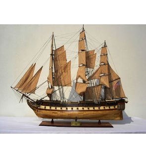 Old Modern Handicrafts USS Constitution XL Model Ship