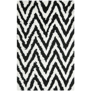 Hand-made Chevron Ivory/ Black Shag Rug (5' x 8')