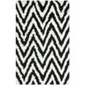 Hand-made Chevron Ivory/ Black Shag Rug (6' x 9')