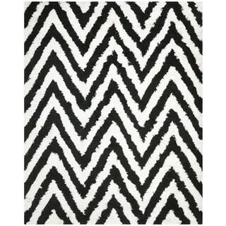 Hand-made Chevron Ivory/ Black Shag Rug (8' x 10')