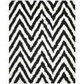 Hand-made Chevron Ivory/ Black Shag Rug (8' x 10')