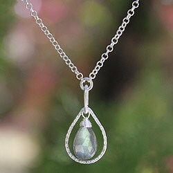 Sterling Silver 'Smile' Labradorite Necklace (Thailand)