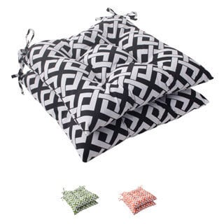 Pillow Perfect 'Boxin' Outdoor Tufted Seat Cushions (Set of 2)