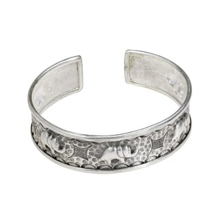 Parading Elephant Thai Karen Silver Handmade Cuff (Thailand)