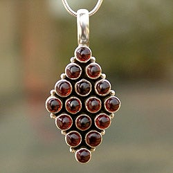 Sterling Silver 'Scarlet Honeycomb' Garnet Necklace (India)