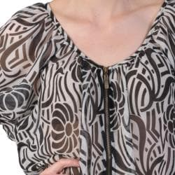 Journee Collection Women's Contemporary Plus Zipper Front Chiffon Top