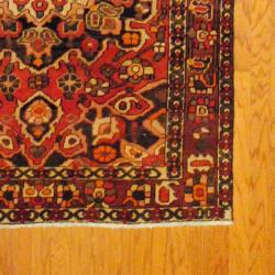 Persian Hand-knotted Bakhtiari Rose/ Ivory Wool Rug (4'9 x 6'7)