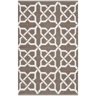 Thom Filicia Hand-woven Indoor/ Outdoor Saddle Plastic Rug (2'6 x 4')