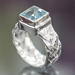 Sterling Silver 'Light of Truth' Blue Topaz Solitaire Ring (Indonesia)