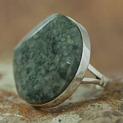 Sterling Silver 'Love's Cycles in Light Green' Jade Ring (Guatemala)