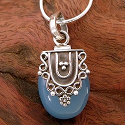 Sterling Silver 'Morning Dew' Chalcedony Necklace (India)