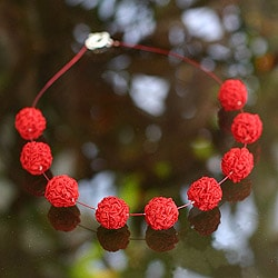 Handcrafted Silk 'Cherry Red Blooms' Necklace (Peru)