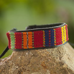 Handcrafted Men's Cotton 'Maya Toucan' Bracelet (Guatemala)