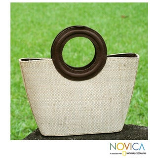 Leather Accent Buriti Palm 'Copacabana' Medium Tote Bag (Brazil)
