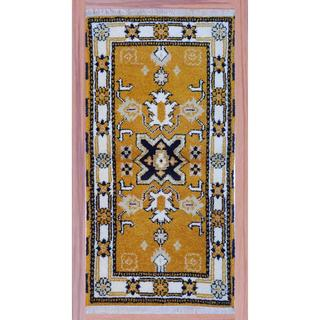 Indo Hand-knotted Kazak 2'2 x 4' Ivory/ Gold Wool Area Rug (India)
