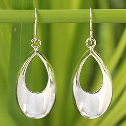 Handcrafted Sterling Silver 'Glamour in the Rain' Earrings (Thailand)