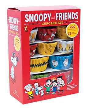 Snoopy and Friends Cupcake Kit: Decorate Your Cupcakes With Your Favorite Peanuts Characters (Paperback)