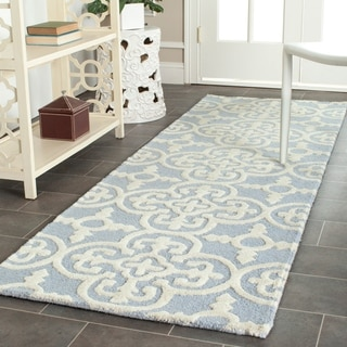 Safavieh Handmade Moroccan Cambridge Light Blue Wool Rug (2'6 x 8')