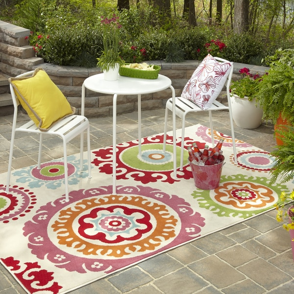 Indoor/Outdoor Lace Medallion Multi Rug (8' x 10')
