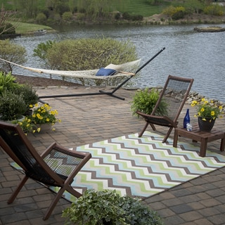 Indoor/Outdoor Bright Beams Cool Rug (8' x 10')