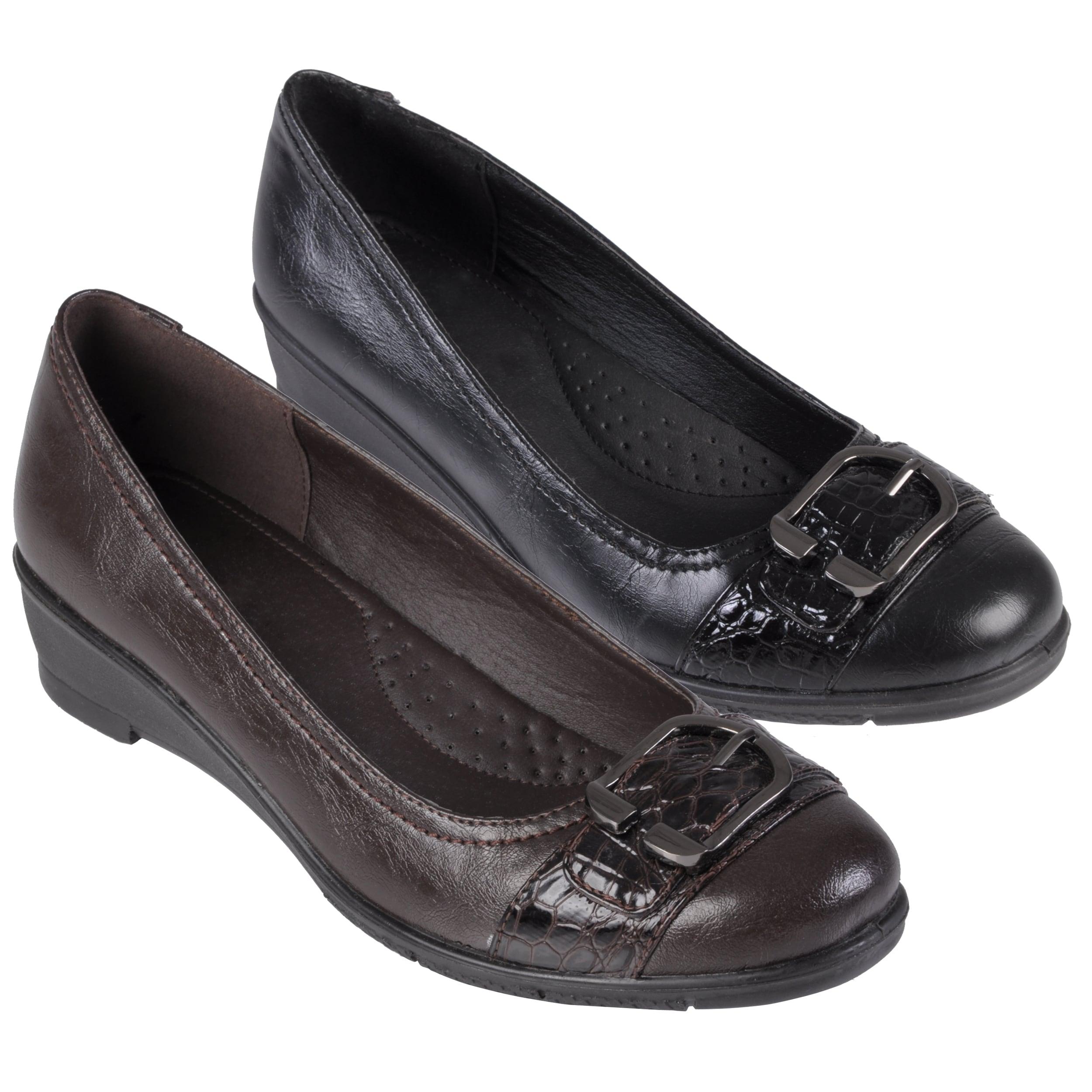 Journee Collection Women's 'Liz-1' Buckle Detail Almond Toe Loafer