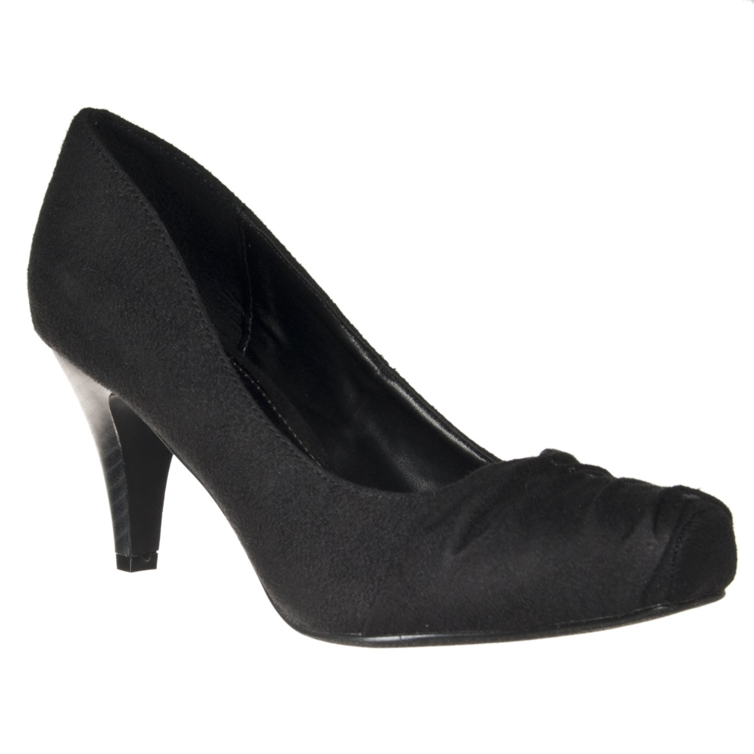 Riverberry Women's 'Array' Black Ruched Toe Pumps