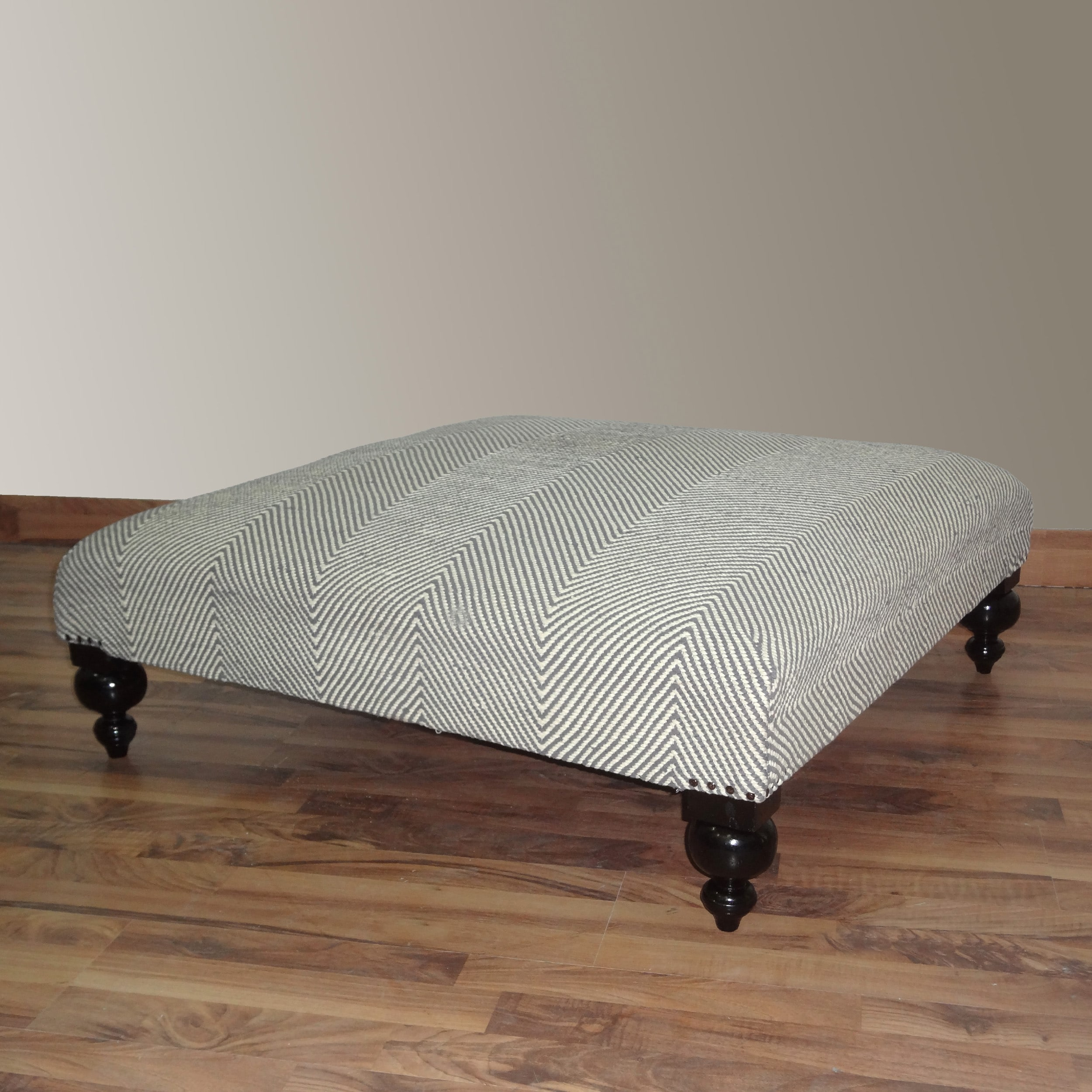 nuLOOM Hand-upholstered Chevron Grey Wood Bench