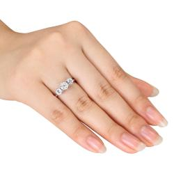 Miadora 14k White Gold 2/5ct TDW Diamond Flower Ring (G-H, I1-I2)