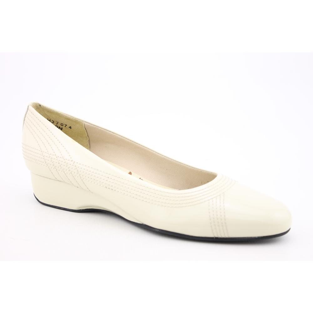 Ros Hommerson Women's 'Alexa' Patent Leather Casual Shoes Narrow (Size 6.5)