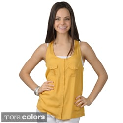 Journee Collection Women's Sleeveless Button-up Top