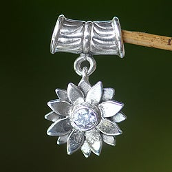 Handcrafted Sterling Silver 'April Daisy' Pendant (Indonesia)