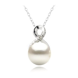 Glitzy Rocks Silver FW Pearl and Diamond Accent Infinity Necklace (8 mm)