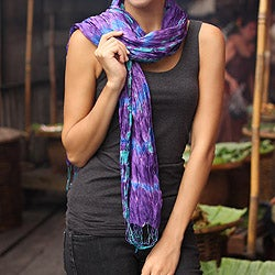 Handcrafted Rayon and Silk 'Smoky Lily' Tie-dyed Scarf (Thailand)