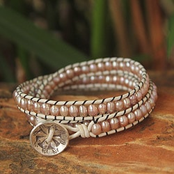 Handcrafted Pearl and Leather 'Rose Dew' Bracelet (4 mm) (Thailand)