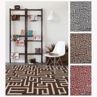 Mandara Handmade Geometric Pattern Flatweave Rug (7' x 10')