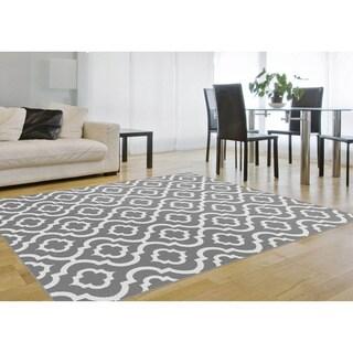 Metropolis Moroccan Tile Grey/ White Area Rug (5'3 x 7'3)
