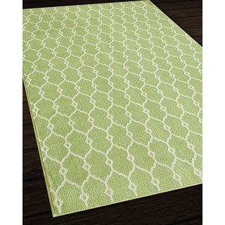 Indoor/Outdoor Green Trellis Rug (6'7 x 9'6)