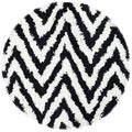 Hand-made Chevron Ivory/ Black Shag Rug (4' Round)