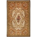 Safavieh Hand-made Classic Ivory/ Light Green Wool Rug (5' x 8')