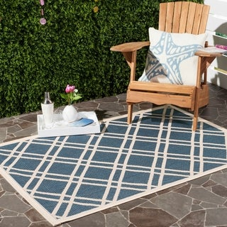 Safavieh Indoor/ Outdoor Courtyard Navy/ Beige Polypropylene Rug (6'7 x 9'6)