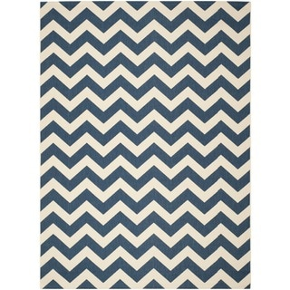 Safavieh Chevron Indoor/Outdoor Courtyard Navy/Beige Rug (5'3 x 7'7)
