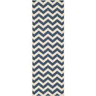 Safavieh Chevron-Print Indoor/Outdoor Courtyard Navy/Beige Rug (2'3 x 67)