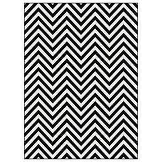 Metropolis Black and White Chevron Area Rug (5'3 x 7'3)