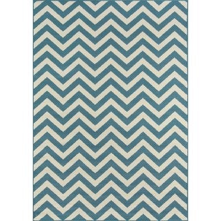 Indoor/ Outdoor Blue Chevron Rug (6'7 x 9'6)