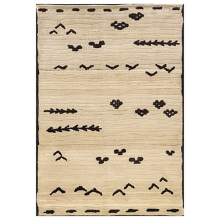 "Old World Tribal Ivory/Brown Rug (7'10"" x 10'10"")"